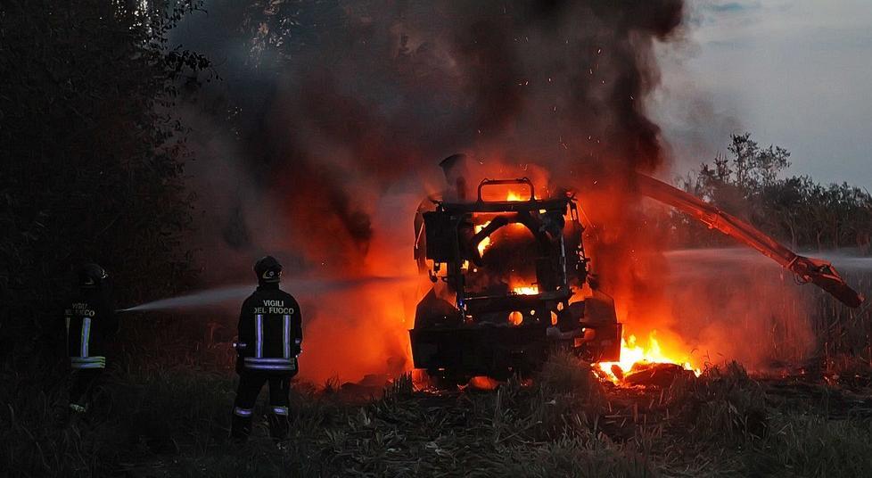 Crema News - Mietitrebbia e campo a fuoco