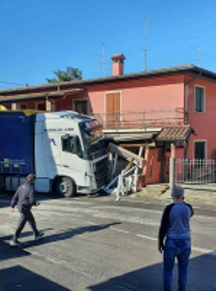 Crema News - Camion in casa