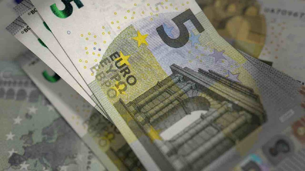 """Crema News - """"Mi cambia delle banconote?"""" E porta via 120 euro"""