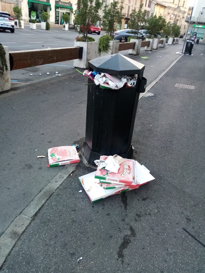 Crema News - Piazza Giovanni XXIII, discarica